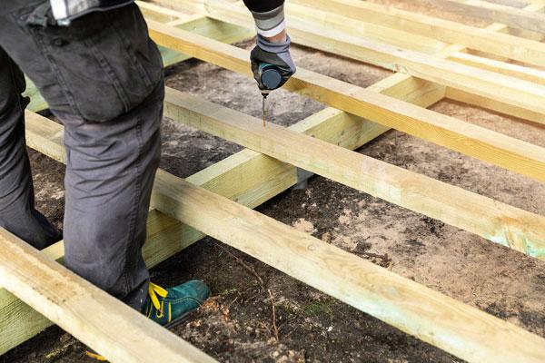 ako postaviť drevenú terasu