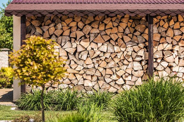 ako postaviť prístrešok na drevo