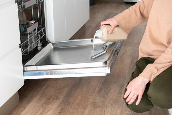 ako vyčistiť umývačku riadu tipy